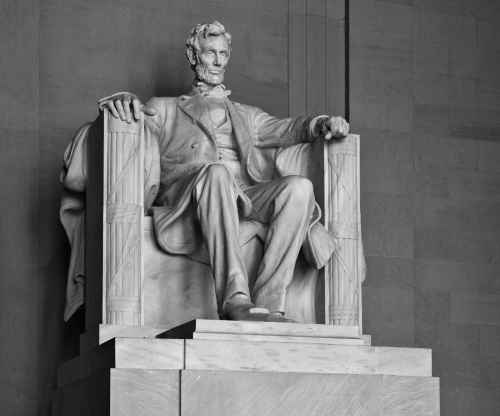 lincoln_memorial_lincoln_contrasty