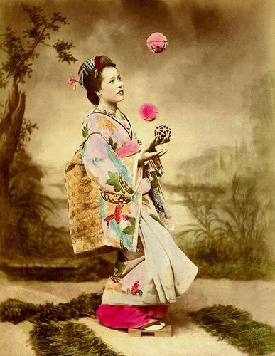 geisha juggling